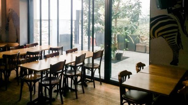 le z bre dans le patio in parijs menu openingstijden prijzen adres van restaurant. Black Bedroom Furniture Sets. Home Design Ideas