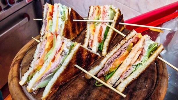 Tana del Luppolo Club sandwich