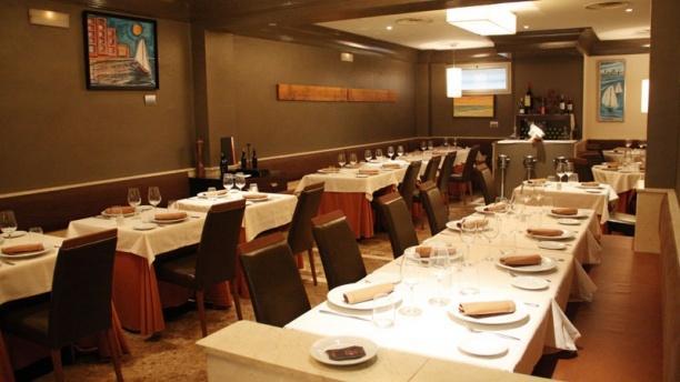 El 18 Restaurante Decoración minimalista