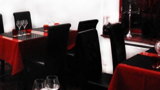 Le Rouge et Le Noir Détail de la table
