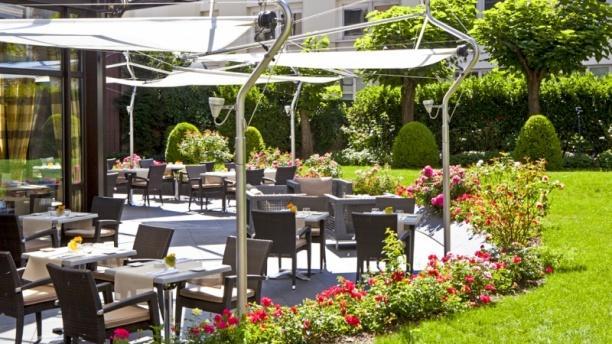 Le Lounge - Warwick Reine Astrid Vue de la terrasse