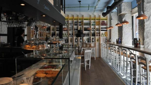 Dionisos Gastro Bar Vista sala