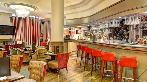 H tel california lounge bar in paris restaurant reviews for T s dining and lounge virden menu
