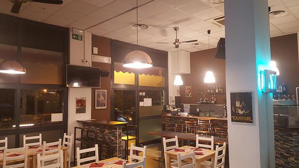 Fuori Di Teglia Pizza al Trancio e Hamburgeria La sala