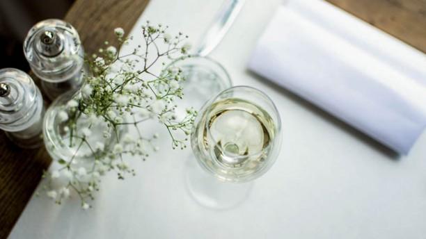 Café Louis Detail van de tafel