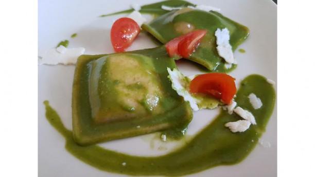 Rubino Ristorante Tortello di farro ripieno di ricotta e noci, con crema di broccoli bio di nostra produzione