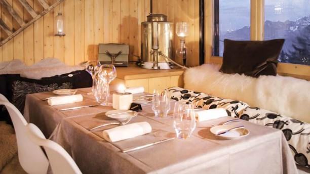 Les Cerniers table dressée