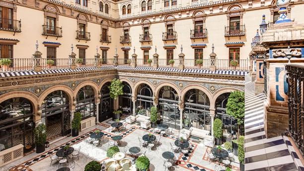 San Fernando - Hotel Alfonso XIII Patio central