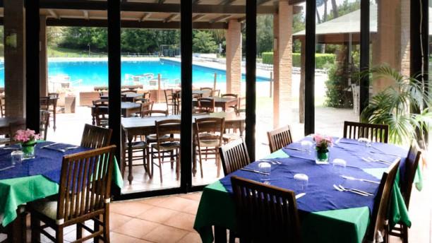 Country Club Olgiata Sala con la piscina di fondo