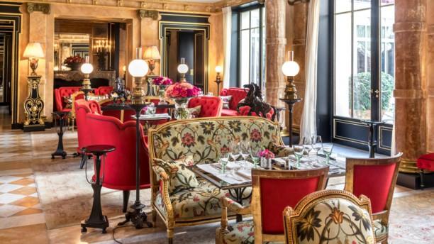 La Pagode de Cos - La Réserve Paris Salle du restaurant