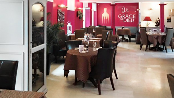 Hôtel Restaurant A la Grâce de Dieu Vue de la salle