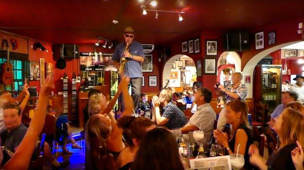English To Italian Translator Google: Johnny Hoopers Saxophone Bistro Em Albufeira