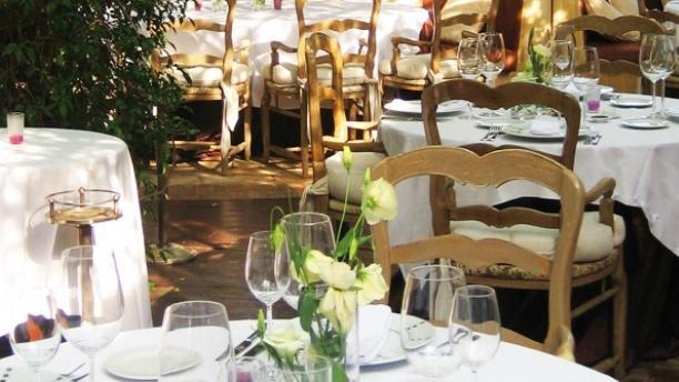 Tables dressées - La Table du Marché by Pamela Anderson restaurant Vegan, Ramatuelle