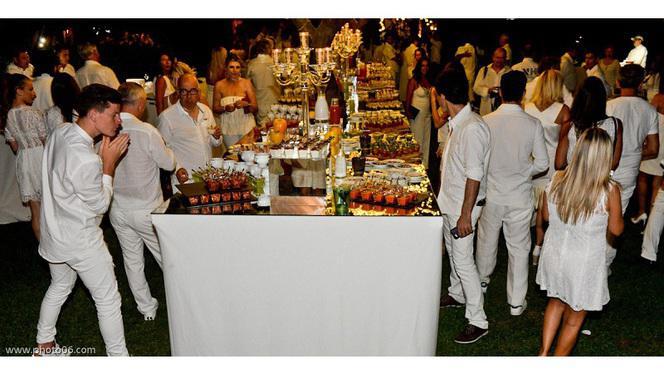 Soirée blanche - La Table du Marché by Pamela Anderson restaurant Vegan, Ramatuelle
