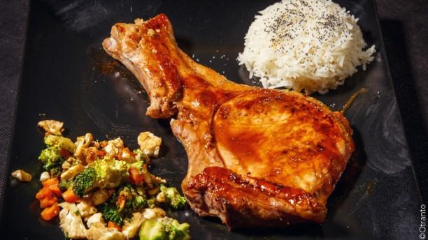 Pad thai Pork Chop, costoletta di maiale in salsa d'ostrica, su prenotazione