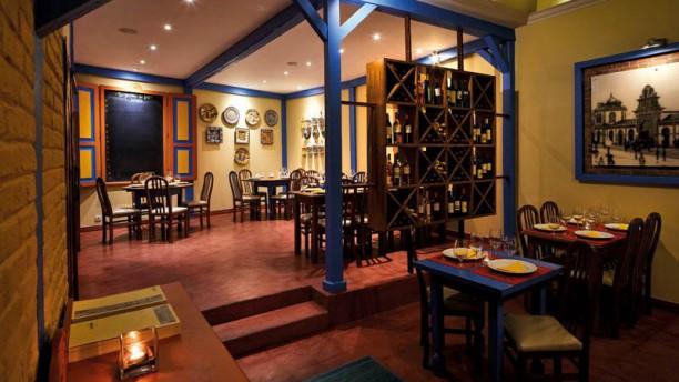 O Avenida Restaurant Vista da sala