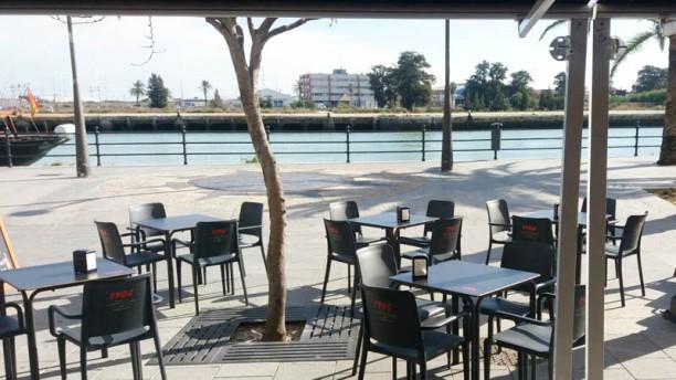 Beef & Beer Steak House - El Puerto Vista terraza