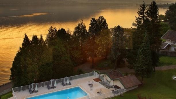 Le Bateau Ivre - Hôtel Ombremont Vue sur le lac depuis la terrasse du restaurant