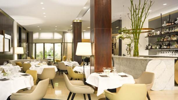 Restaurant de l'Hôtel Montalembert Vue de la salle et le comptoir