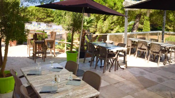 Les jardins de l 39 arbois in cabri s restaurant reviews for Restaurant paris terrasse jardin