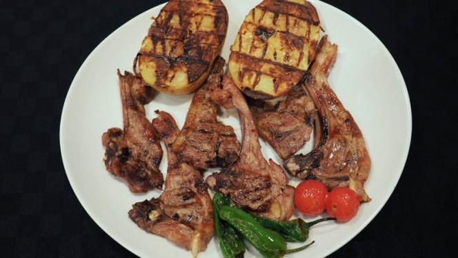 Sugerencia del chef. Chuletas de cordero de ÁVILA - La Brasa d'Or, Benidorm
