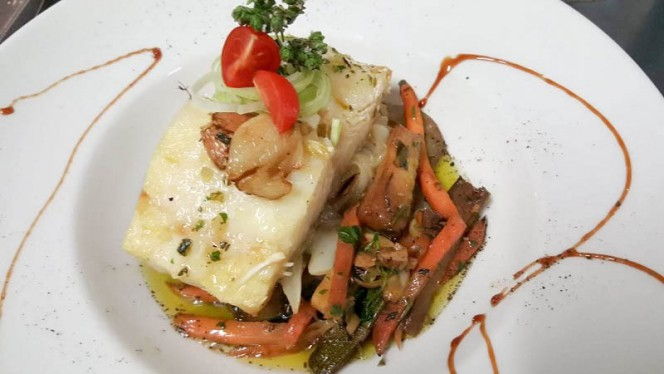 O Jorge ristorante continentale a Vila Baleira in Portogallo