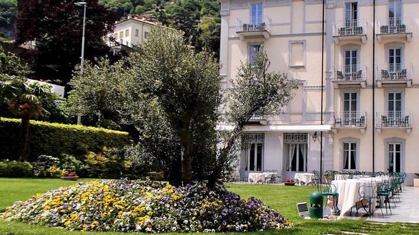 Ulivo - Grand Hotel Imperiale Giardino esterno al Ristorante Ulivo