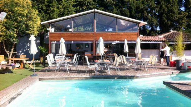La Maison du Tennispart Terrasse bord de piscine