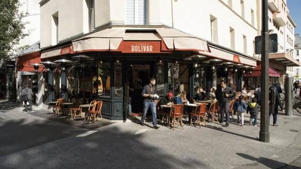 Café Bolivar La terrasse extérieur couverte , chauffée .