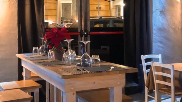 Garage - pizza e cucina Vista della sala