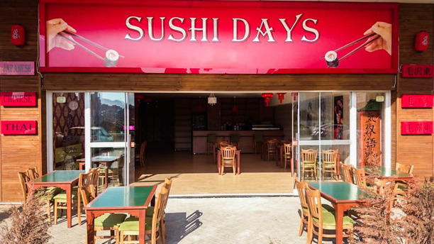 Sushi Days the entance with terrace