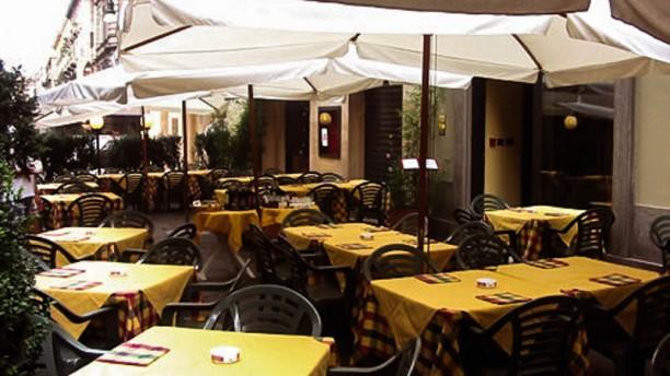 Marechiaro Tavolini sotto gli ombrelloni