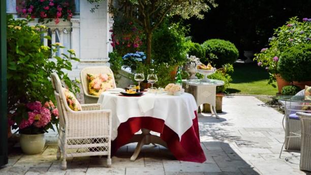 La Corte Tavoli in giardino