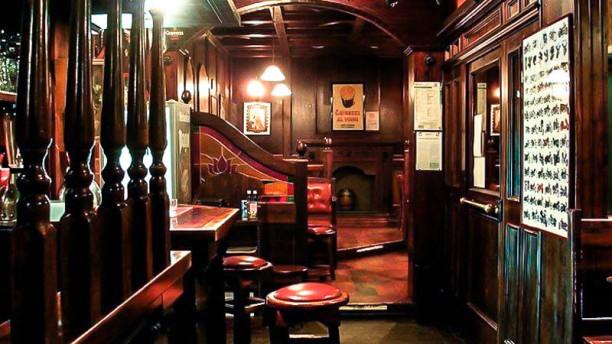 Old England Pub La sala