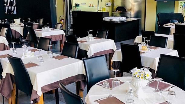 LIVINO ristorante-pizzeria Veduta dell interno