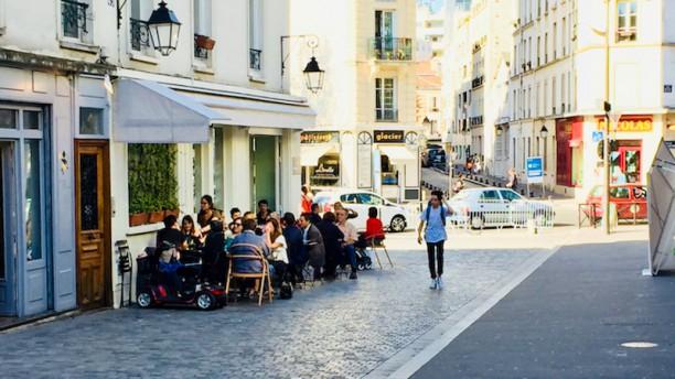 Chez Nathalie Terrasse rue Vandrezanne été