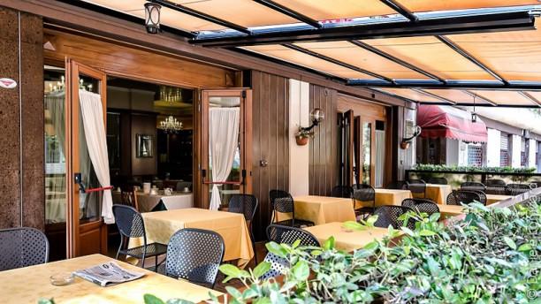 Il Giglio Restaurant Hotel Sorriso Area esterna del ristorante