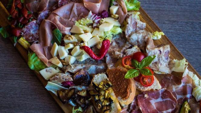 Tagliere di salumi,formaggi,verdure fatte in casa e bruschette con verdure o confetture varie. - Burger Art, Rome