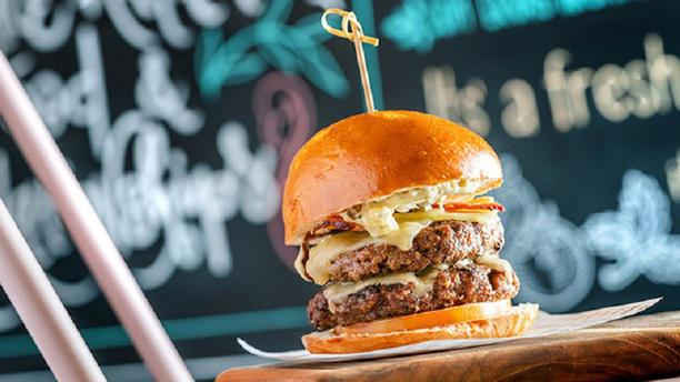 B/SIDE Burgers & Bowls Curitiba Hamburguer Duplo
