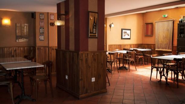Le Comptoir Des Vins Salle du restaurant