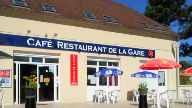 Restaurant de la Gare de Chars grande terrasse exterieure