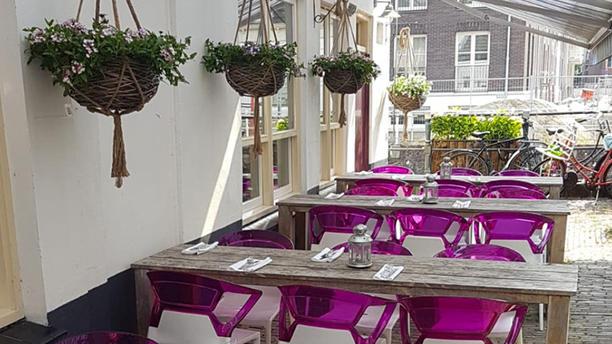 Restaurant Blij Terras aan de zijkant van Blij