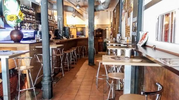 Kyiv Café Racer - Cava Baja Vista sala