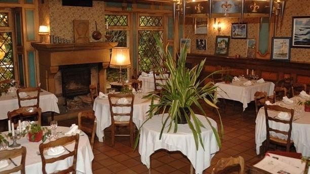 Le Chevalier de l'Auberlac'h La salle de restaurant