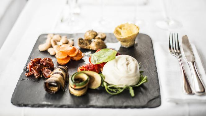 César Etoile - Restaurant - Paris