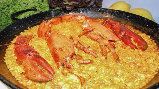 Vista plato - La Riuà, Valencia