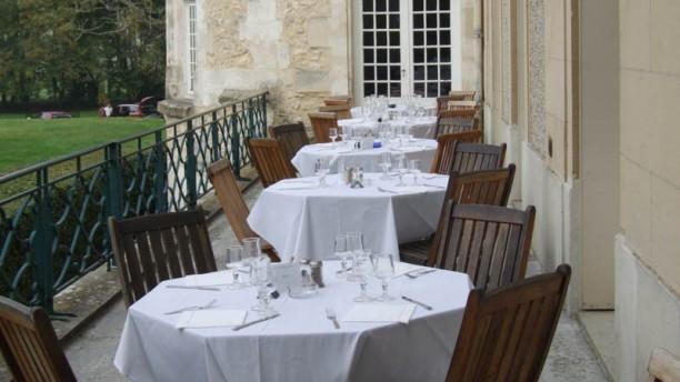 Le bertich res in chaumont en vexin restaurant reviews for Table exterieur hyper u
