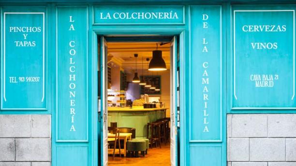 La Camarilla & La Colchonería La entrada