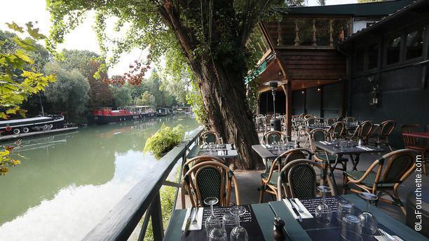 Les Pieds dans l'Eau Terrasse en bord de Seine