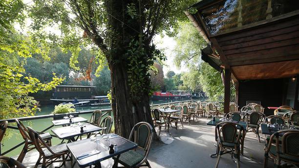 Restaurant Les Pieds Dans L Eau à Neuilly Sur Seine 92200 Menu Avis Prix Et Réservation